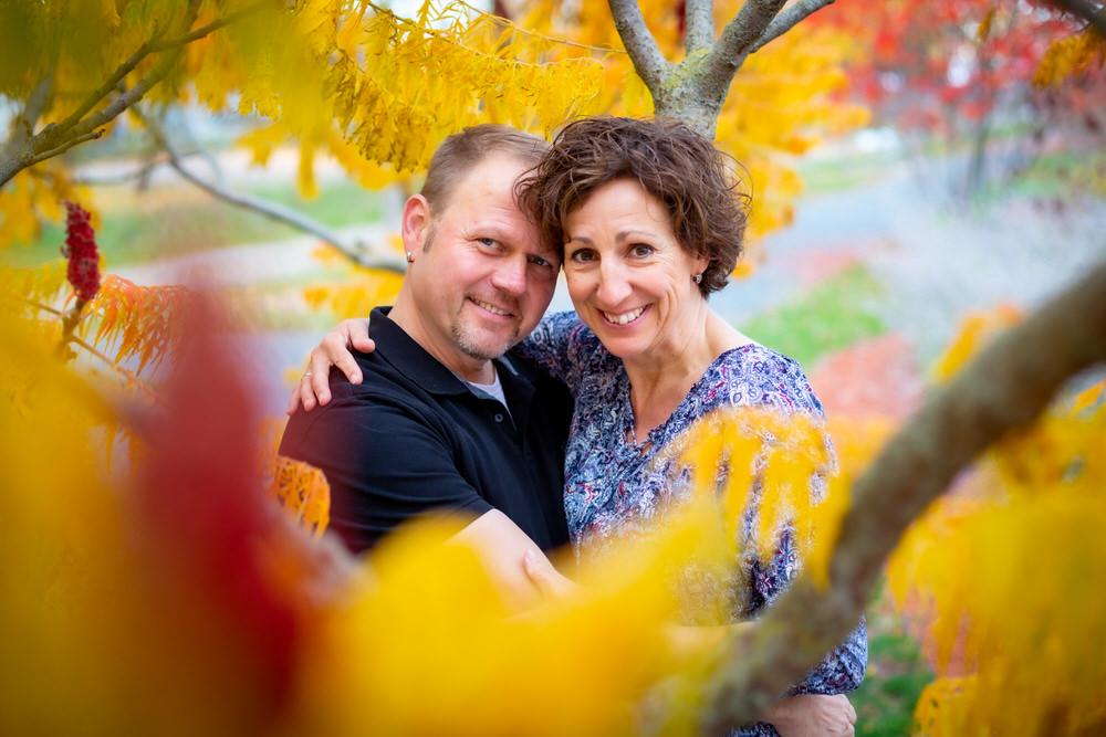 Engagement Fotoshooing im Herbst in Würzburg auf dem Landesgartenschaugelände